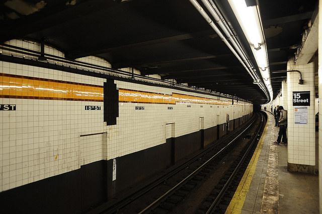 神戸市営地下鉄でケータイ電波が入るように!