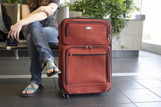 飛行機で預け荷物を預けるリスクと混む理由