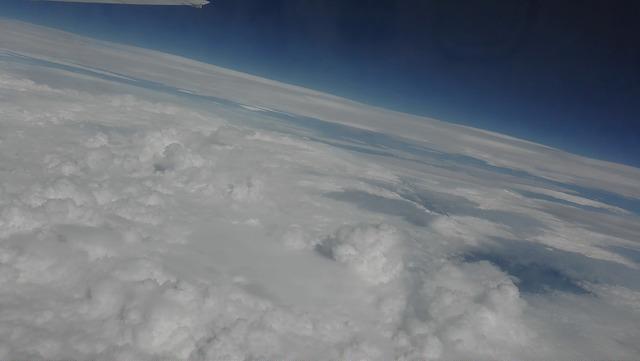 空から見れば富士山すらもちっぽけなもの 馬鹿者は空を目指せ