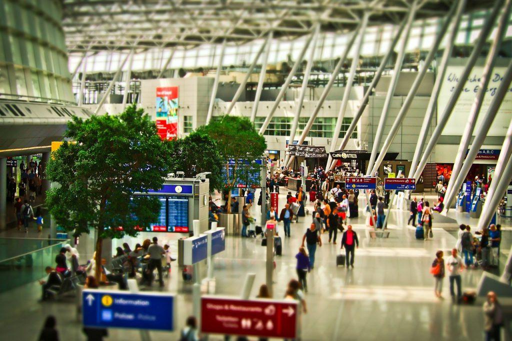 airport-1515448_1280